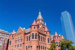 Dallas County Courthouse också som är bekant som det gamla röda museet Royaltyfri Bild