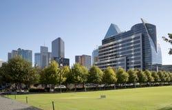 Dallas du centre a vu de Klyde Warren Park photos libres de droits