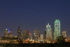 Une vue de l'horizon Dallas la nuit dans le Texas photographie stock