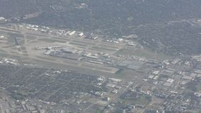 Dallas Fort Worth-luchthaven luchtmening stock footage