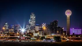 Dallas horisont vid natt Arkivbilder
