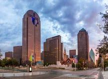 Dallas im Stadtzentrum gelegen - Kunstbezirk am Abend Lizenzfreies Stockbild