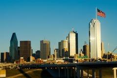 Dallas med amerikanska flaggan Arkivbilder