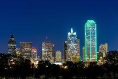 Dallas miasta linia horyzontu przy zmierzchem Zdjęcie Royalty Free