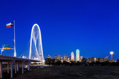 Dallas miasta linia horyzontu przy zmierzchem Obraz Royalty Free