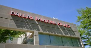 Dallas Museum av Art Sign i rött arkivfoto