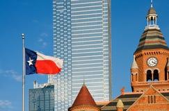 Dallas-Museum und Texas-Markierungsfahne Lizenzfreies Stockbild