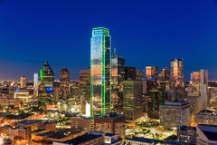 Dallas, paysage urbain du Texas avec le ciel bleu au coucher du soleil photo stock