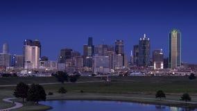 Dallas Skyline de l'ouest après coucher du soleil photographie stock libre de droits