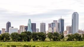 Dallas Skyline från den västra sena eftermiddagen Arkivbilder