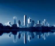 Dallas Skyline Reflection all'alba, Dallas del centro, il Texas, U.S.A. fotografia stock