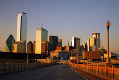 Dallas Skyline von der Handels-Straßen-Brücke Stockfotografie