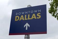 Dallas Street Sign del centro fotografie stock
