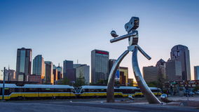 Dallas Sunset Time Lapse: The Travelling Man, steel sculpture, Deep Ellum Station in Dallas. stock video