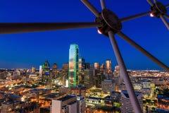 Dallas, Teksas pejzaż miejski z niebieskim niebem przy zmierzchem zdjęcie stock