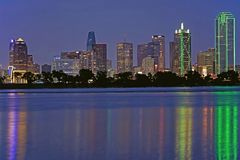 Dallas Texas bij de Drievuldigheidsrivier royalty-vrije stock foto's