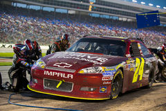 DALLAS, TX - NOVEMBER 04: Jeff Gordon 24 during at pit stop at t Stock Photos