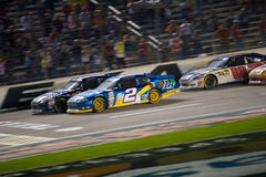 DALLAS TX - NOVEMBER 04: Jimmie Johnson 48 passera Brad Keselow Royaltyfri Bild
