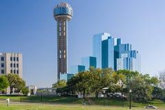 Dallas, TX/USA - circa April 2015: Bijeenkomsttoren en Hyatt Regency-Hotel complex in Dallas, Texas royalty-vrije stock foto's