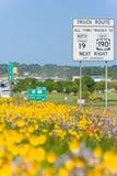 Dallas TX/USA - circa April 2015: För blommayttersida för varm luft och vårmellanstatlig huvudväg 45 i Texas Royaltyfria Bilder