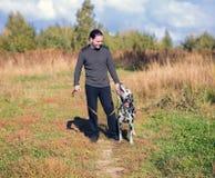 Dalmatian do homem novo e do cão Fotografia de Stock Royalty Free