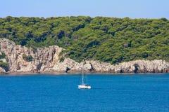 Dalmatinische Küstenlinie lizenzfreie stockfotografie