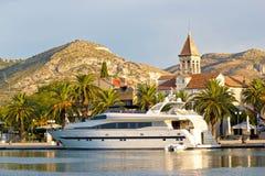 Dalmatyński miasteczko Trogir nabrzeże obrazy royalty free