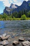 Dalsikt av den Bridalveil nedgången, Yosemite, Yosemite nationalpark Royaltyfri Fotografi