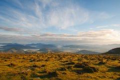 Dalsikt på soluppgång uppifrån av bergen, toppig bergskedja Salvada Royaltyfria Bilder