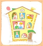 daltar den lyckliga looken för familjen ut deras fönster Arkivfoto