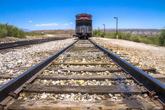 DalVerde järnväg och rött drev Arkivbild