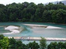 Dam aan een hydro-elektrische elektrische centrale op de rivier Aare in de stad van Bern stock fotografie