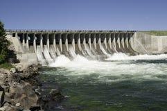 Dam in een rivier Royalty-vrije Stock Fotografie