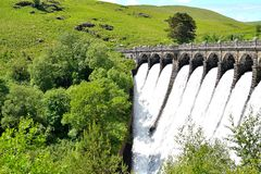 Dam in Elan Valley in Wales, het UK Stock Afbeeldingen