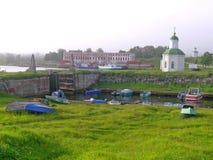 Dam en ligplaats op Solovetsky-eilanden Royalty-vrije Stock Fotografie