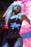 Dam Gaga som direkt utför på O2en i London Arkivfoto