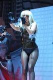 Dam Gaga som direkt utför på O2en i London Royaltyfria Bilder