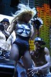 Dam Gaga som direkt utför på O2en i London Royaltyfri Bild