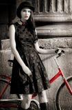 Dam med cykeln Fotografering för Bildbyråer
