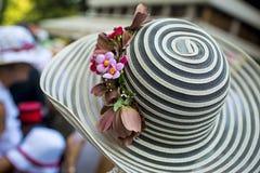 Dam med en elegant hatt Arkivfoton