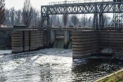 Dam op de rivier Stock Fotografie