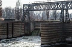 Dam op de rivier Stock Afbeeldingen