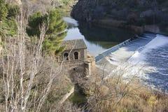 Dam op de rivier van Taag Stock Afbeeldingen