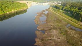 Dam op de Westelijke Dvina-Rivier stock video