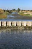 Dam op een kleine rivier Stock Fotografie