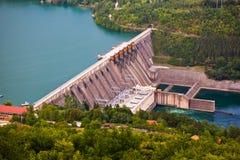 Dam op Rivier Drina - Servië stock afbeelding