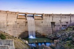 Dam over Eresma-rivier, Segovia Spanje royalty-vrije stock afbeeldingen