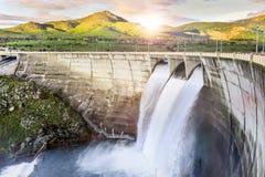 Dam over Eresma-rivier, Segovia Spanje Pontonreservoir royalty-vrije stock afbeeldingen