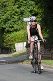 Dam Participant - slotten Howard Triathlon - teknisk cykel Rou Arkivbilder