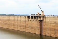 Dam van Khun Dan Prakan Chon Stock Afbeelding